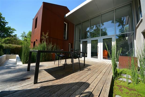 vente maison nantes spectaculaire maison d 39 architecte nord loire transaction bord de l 39 eau. Black Bedroom Furniture Sets. Home Design Ideas